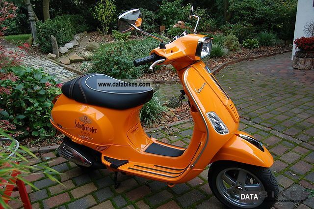 2012 Piaggio  Vespa Motorcycle Scooter photo