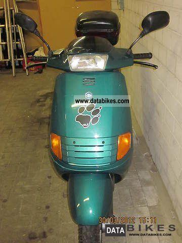 1995 Piaggio  SKR Motorcycle Scooter photo