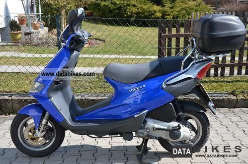 Piaggio  Motorcycles on 2001 Piaggio St 125 Skipper Motorcycle Scooter Photo 1