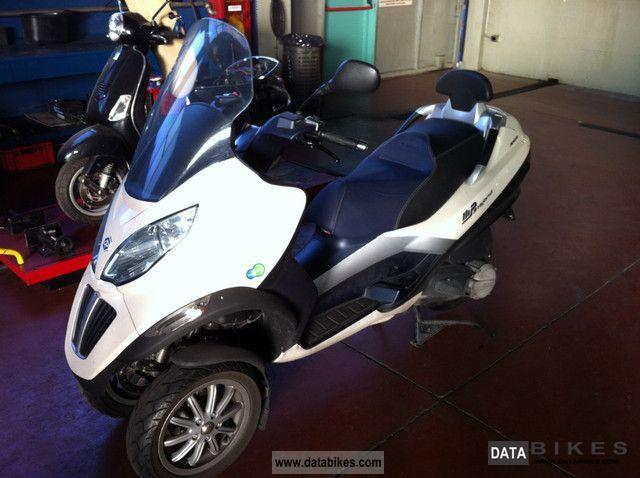 Piaggio  MP3 300 hybrid 2011 Electric Motorcycles photo