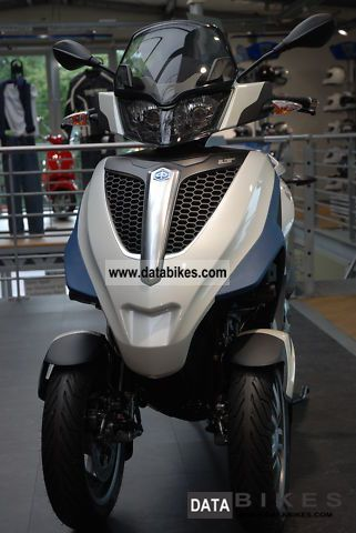 Piaggio  MP-300LT YOURBAN 2012 Scooter photo