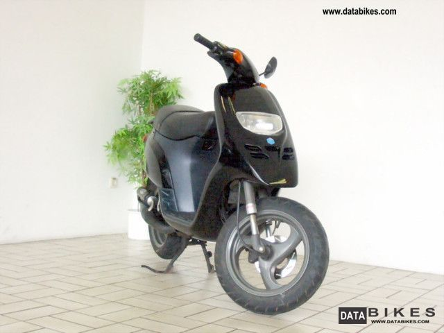1995 piaggio storm 50 moped scooter 25 km h. Black Bedroom Furniture Sets. Home Design Ideas