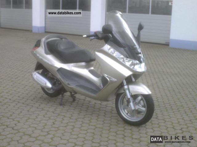 2001 Piaggio  X8 125 Motorcycle Scooter photo