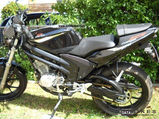 Rieju  NKD 125 2011 Naked Bike photo