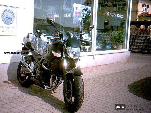 Suzuki  GSR 600 with ABS AL0 2011 Naked Bike photo