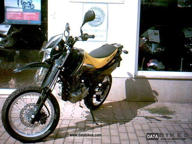 2011 Suzuki  DR125SM Motorcycle Lightweight Motorcycle/Motorbike photo