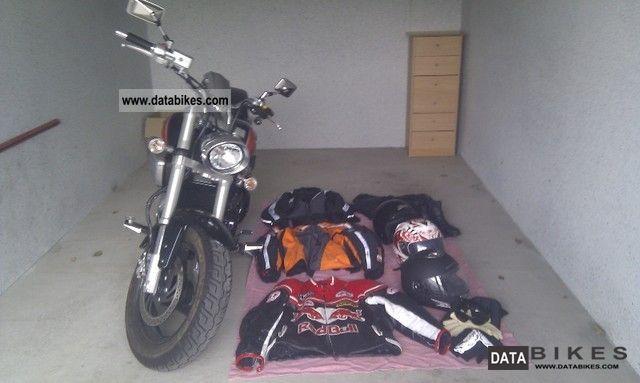 2010 Suzuki  Intruder M800 Motorcycle Chopper/Cruiser photo