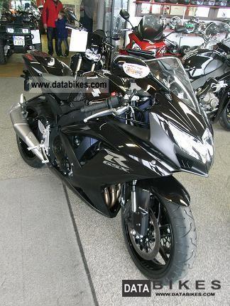 2011 Suzuki  GSX-R 750 Motorcycle Sports/Super Sports Bike photo