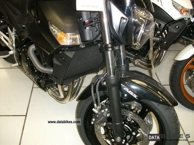 Suzuki  GSR 600 ABS 2011 Naked Bike photo