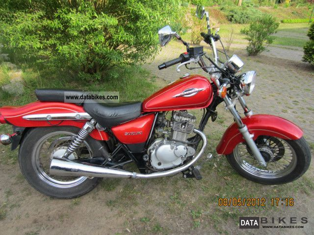 1998 Suzuki  GZ125 Motorcycle Chopper/Cruiser photo