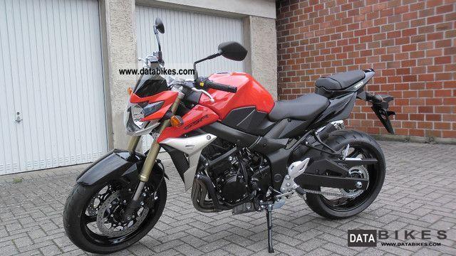 Suzuki  GSR 750 L1 2011 Naked Bike photo