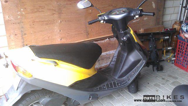 1997 Suzuki  AP50 Motorcycle Scooter photo