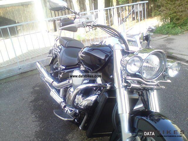 2010 Suzuki  Intruder VLR 1800 Motorcycle Chopper/Cruiser photo