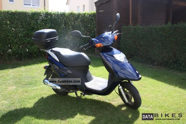 2001 Suzuki  UE 125 Motorcycle Scooter photo