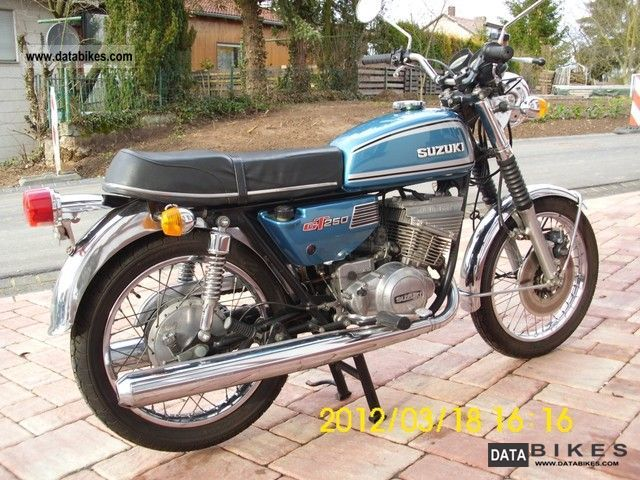 Suzuki  GT 250 1975 Vintage, Classic and Old Bikes photo