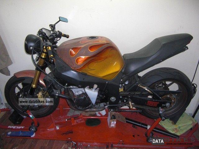 2000 Suzuki  GSXR K1 / K5 Motorcycle Motorcycle photo
