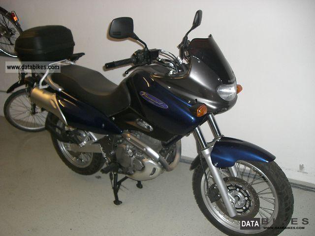 2000 Suzuki  650 Freewind Motorcycle Tourer photo