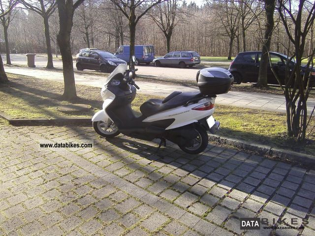 2010 Suzuki  Burgman 125 Motorcycle Scooter photo