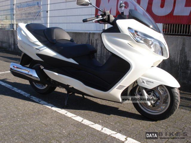 2011 Suzuki  AN 400 Burgman Motorcycle Scooter photo