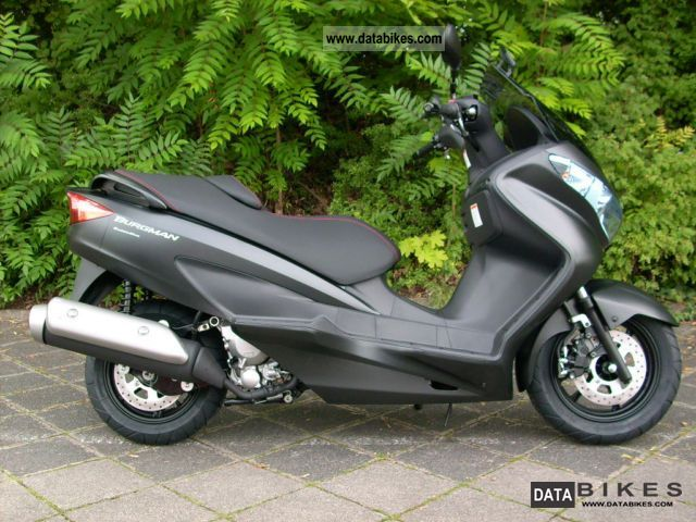 2011 Suzuki  Burgman 125 Limited Edition Motorcycle Scooter photo