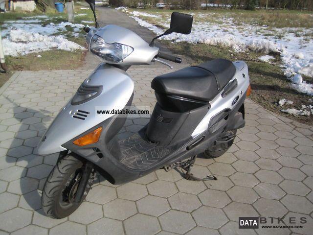 2000 Suzuki  AN125 Motorcycle Scooter photo
