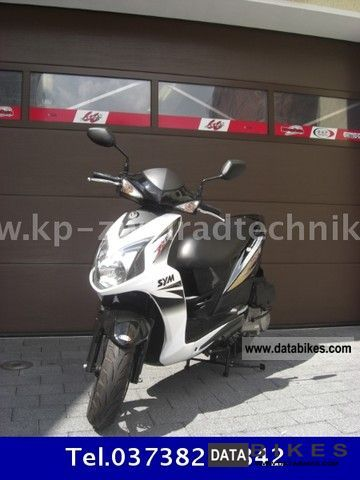 2011 SYM  125 4T Jet Black / White \ Motorcycle Scooter photo
