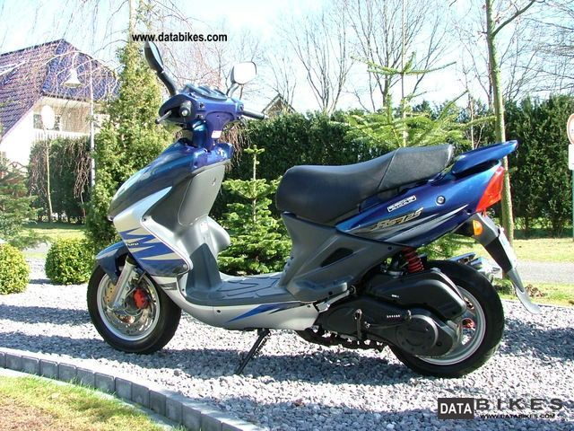 2005 SYM  RS 125 Motorcycle Scooter photo