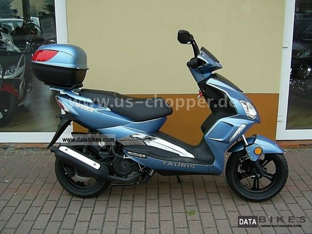 Tauris  Strada 125 4T with topcase 2011 Scooter photo