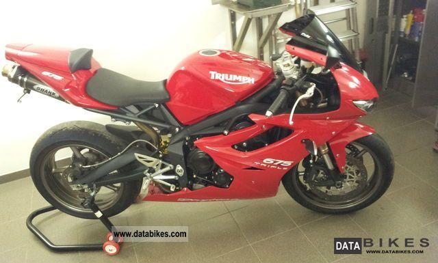 2011 Triumph  Daytona 675 Motorcycle Sports/Super Sports Bike photo