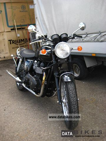 2011 Triumph  BONNEVILLE T100 as new Motorcycle Tourer photo