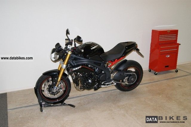 2012 Triumph  SPEED TRIPLE R Motorcycle Streetfighter photo