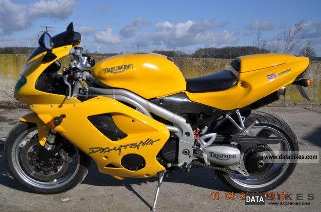 2005 Triumph  Daytona T 955i Motorcycle Sports/Super Sports Bike photo