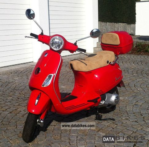 2010 Vespa  lx125 with baggage and luggage carrier Motorcycle Scooter photo