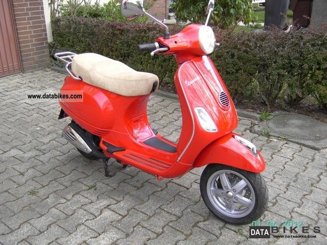 2011 Vespa  LX 125 i.e. Piaggio Motorcycle Scooter photo