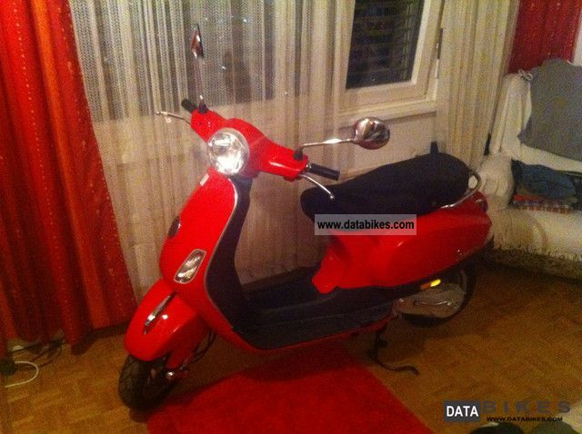 Vespa  LX 50 2T 2012 Scooter photo