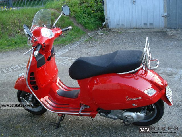2008 Vespa  GTS 125 Motorcycle Scooter photo