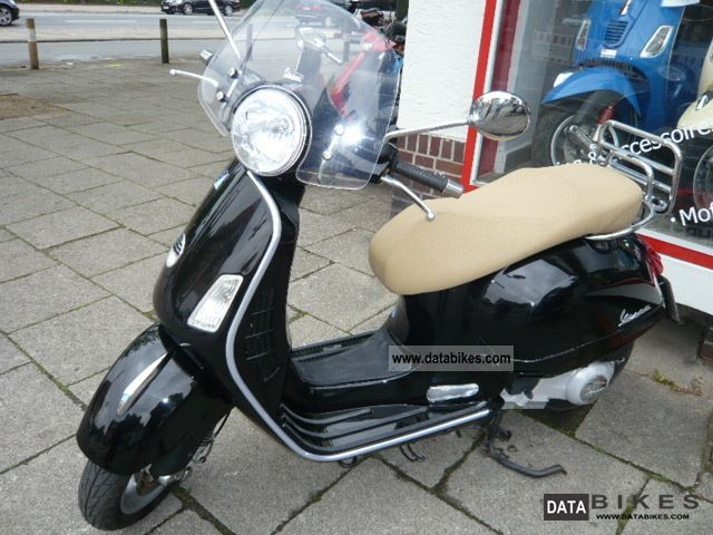 2008 Vespa  GTS 250cc IE Motorcycle Scooter photo