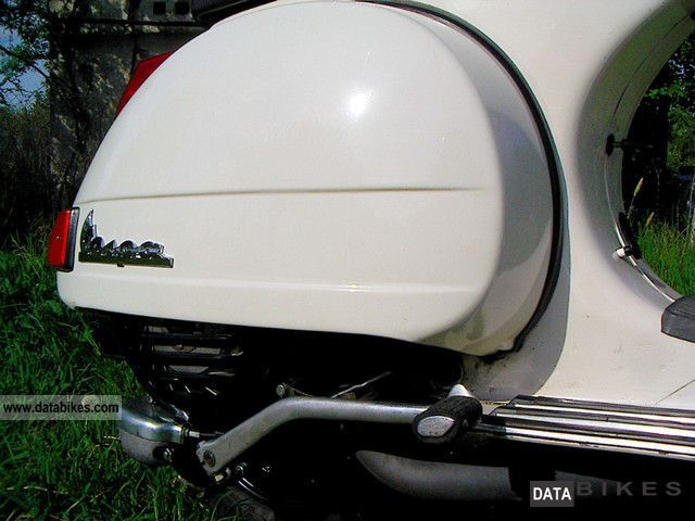 2x Stunning Poster Vespa - Vespa PX 200 White 1986 / Vespa