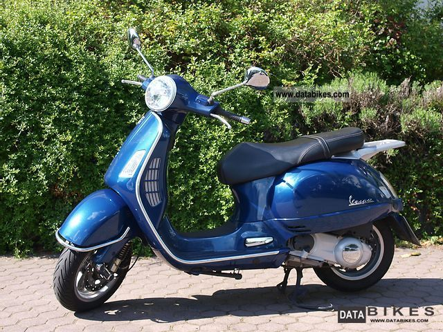 2004 Vespa  125 GT Motorcycle Scooter photo