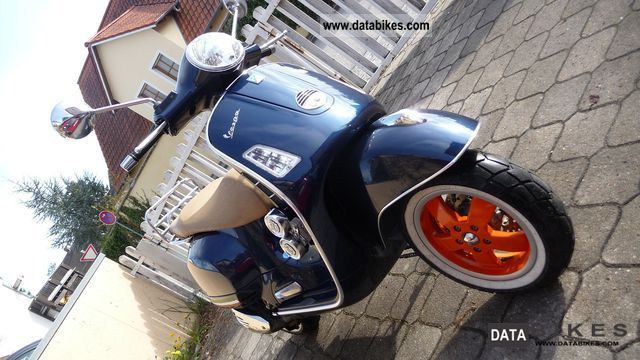 2009 Vespa  GTS 250 ie Motorcycle Scooter photo