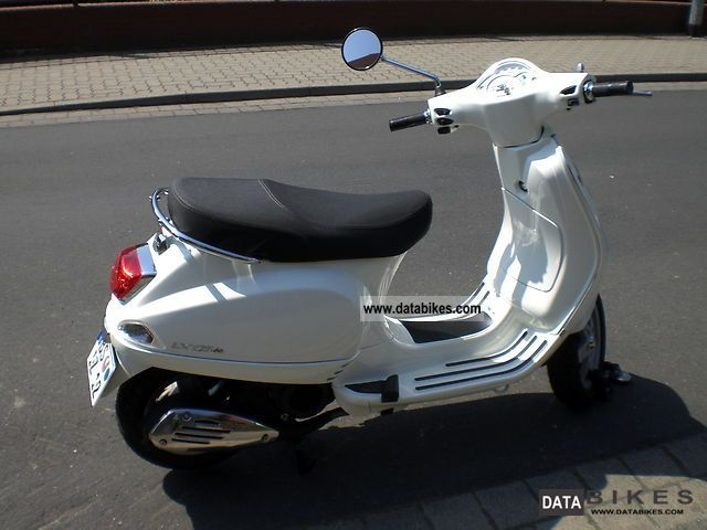 2012 Vespa  LX ie Motorcycle Scooter photo