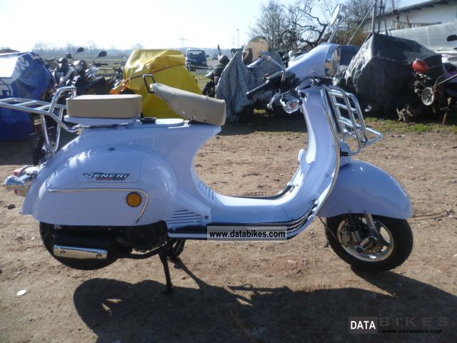 2011 Vespa  Veneri replica 125 Old Scool Motorcycle Scooter photo