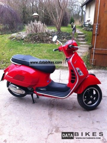 2009 Vespa  GTS 300 Super Motorcycle Scooter photo
