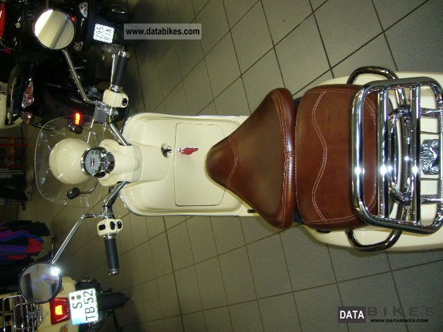 2011 Vespa LXV 50 IN BEIGE WITH LEATHER SEAT IN BROWN