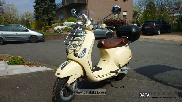 Vespa  LXV 50 2T Special Edition Vespa 60 years 2009 Scooter photo