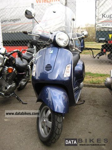 Vespa  GT 200 with disc Grandtourismo topcase 2004 Scooter photo