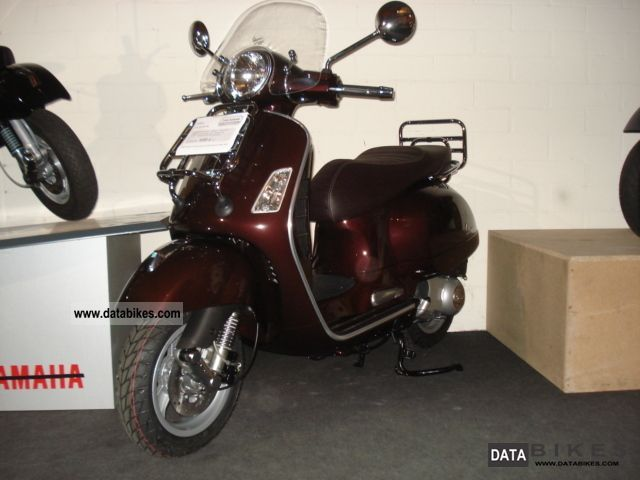 Vespa  Touring GT300 2011 Scooter photo