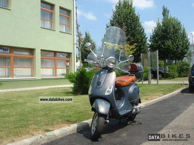 2009 Vespa  LXV 125 Motorcycle Scooter photo