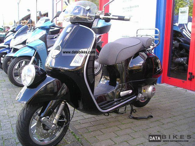 Vespa  GTV300ie \ 2011 Scooter photo