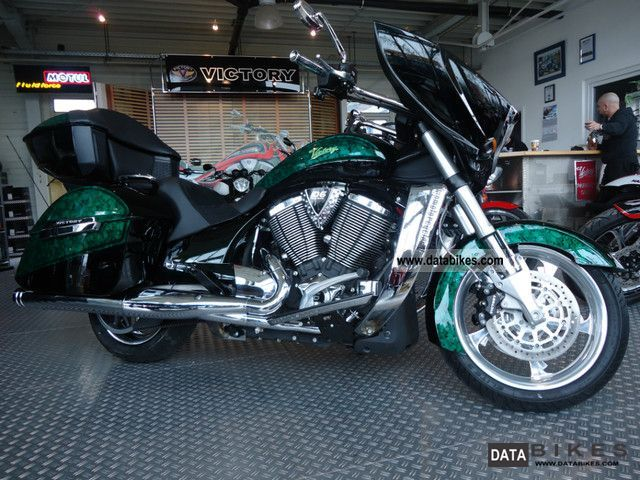 VICTORY  Cross Country! SPECIAL PAINT! 2011 Tourer photo